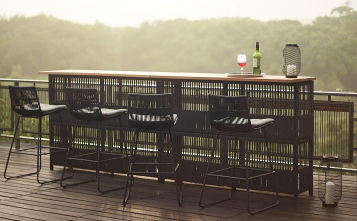 Stimmungsbild Bartisch + Barstühle-Quer