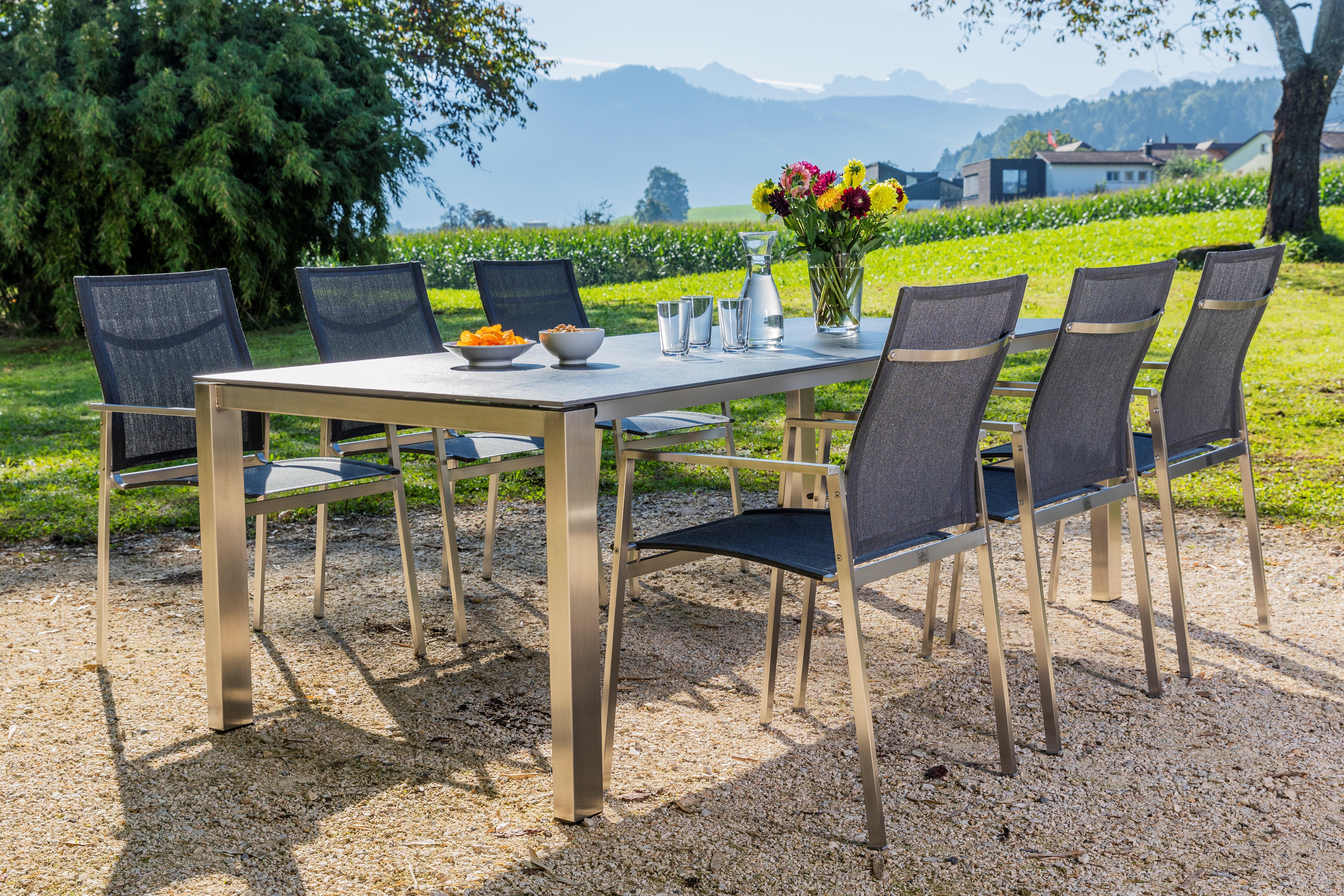 KRIENS 9330 AZ Tisch 170-220x95 Beine 80 x 50 mit Sessel RACE Niederlehner NEU 2020_AN_0843-Bearbeitet (1) - CROP